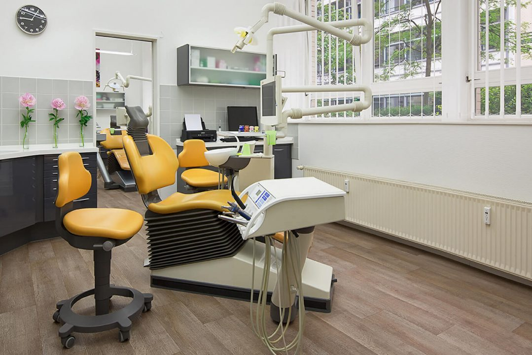 Behandlungszimmer Zahnarztpraxis Priegnitz